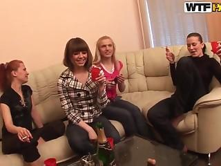 Русские студентки после пьянки готовы будут раздвинуть ноги
