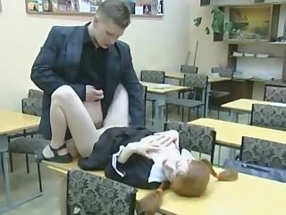 Порнуха с разнообразными шалостями русских студентов прямо в классах