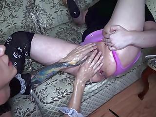 Безумные анальные шалости с брюнеткой и её послушным рабом
