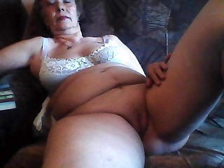 70 летняя баба мастурбирует на любительскую камеру