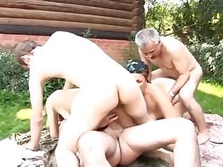 Сельская групповуха в саду у соседа Васи