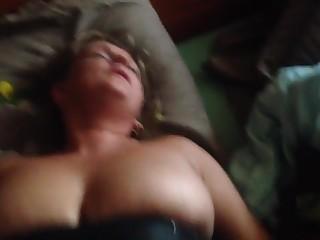 Выебал сисястую соседку и снял домашнее порно
