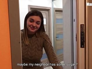 Зашел за сахаром и трахнул соседку втихаря от жены